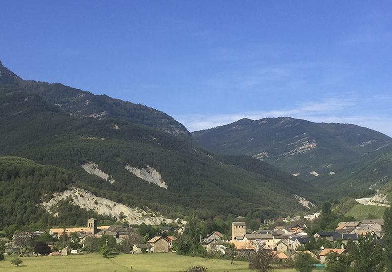 Pueblo Fiscal en el Pirineo Aragones